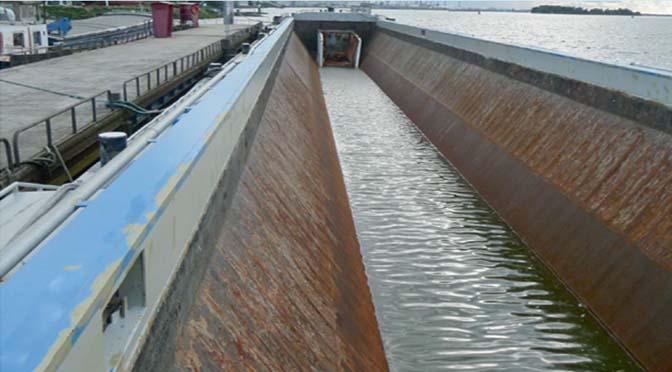 Beunschepen verladen op open water groot risico