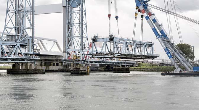 Meer ruimte scheepvaart na sloop oude Botlekbrug