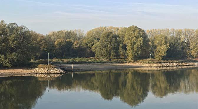 Aanvoer grondstoffen bouw via de Rijn dreigt droog te vallen