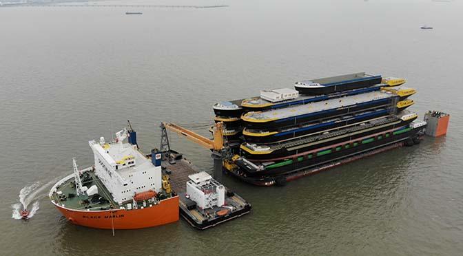 Binnenvaartcasco's onderweg van Shanghai naar Rotterdam