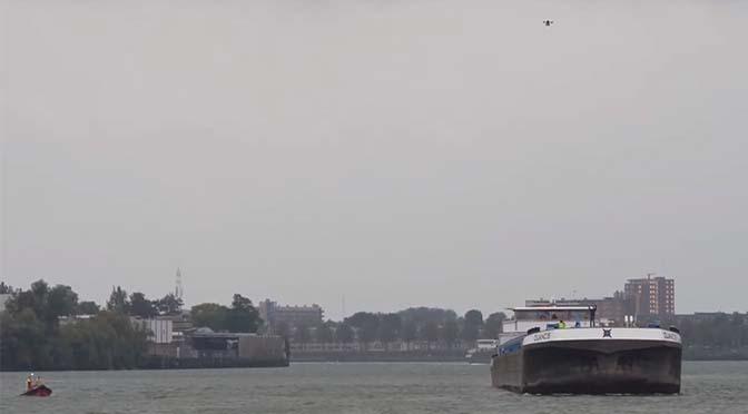Drone levert pakketje af op mcs Duancis